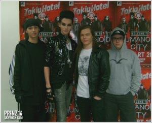 [NUEVA FOTO] Tokio Hotel – Meet&Greet en Belgrado, Serbia – Humanoid City Tour [28.03.2010]