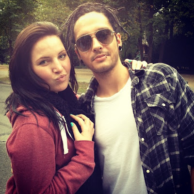 [NEW (OLD) PIC] Tom Kaulitz with a fan in Berlin, Germany [September 2012]